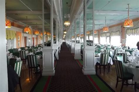 the main dining room primed for the dinner crowd picture