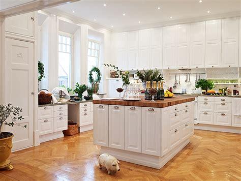 Kitchen Island Eating Area Biale Kuchnie Zdjęcie W Serwisie Lovingit Pl 14655