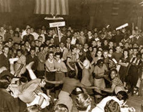 Fashion Lindy 2387 1940 s s day quot hangar quot in virginia vintage virginia