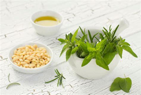 alimenti per la crescita dei capelli stimolare la crescita dei capelli con rimedi naturali