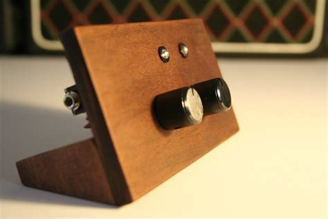 Handmade Instruments - handmade synthesizer from rarebeasts