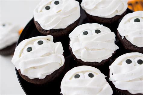 halloween cupcakes mummy halloween cupcakes sugar soul