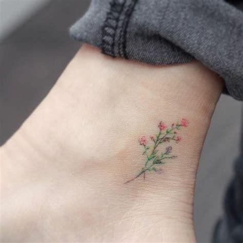 fiori caviglia 80 idee di tatuaggi piccoli e d effetto significato e le