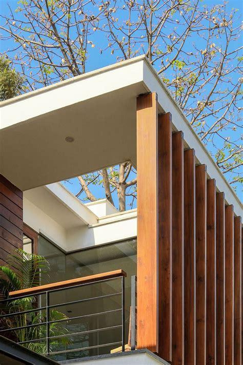 Wooden Slats, Glass Walls and Modern Grandeur: Gallery