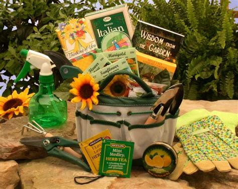 Gift Ideas For Gardener 13 Gift Ideas For Aa Gifts Baskets Idea