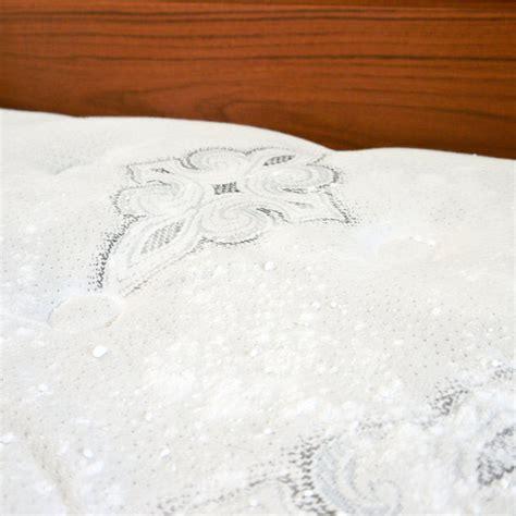 pulizia materasso pulire il materasso tecnica bicarbonato e olii essenziali