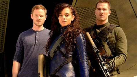 the bounty cast the killjoys cast on their new syfy bounty series nerdist
