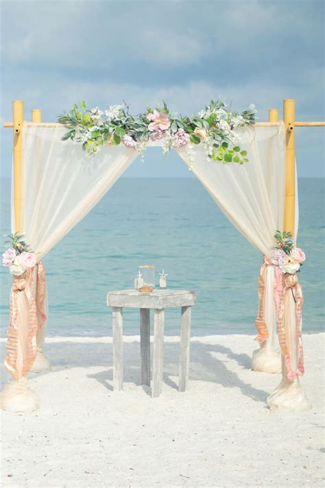 Wedding Planner Arbor by 25 Best Ideas About Wedding Arbors On