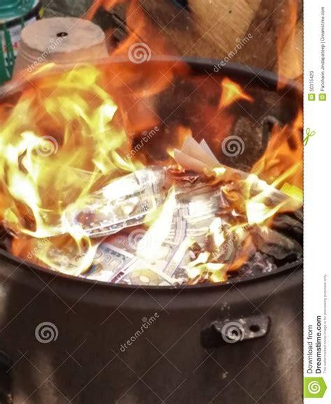burning money for new year burning money on new year 28 images burning money