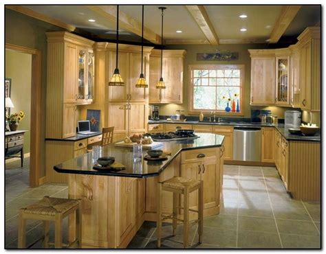 light wood kitchen cabinets employing light color theme in kitchen cabinets design
