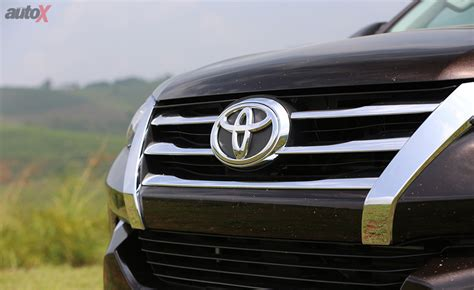logo toyota fortuner toyota fortuner price in india mileage specifications