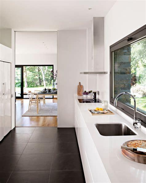 elige el suelo mas resistente  tu cocina