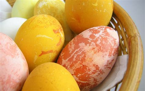 how to boil eggs for coloring how to boil easter eggs for dyeing how to
