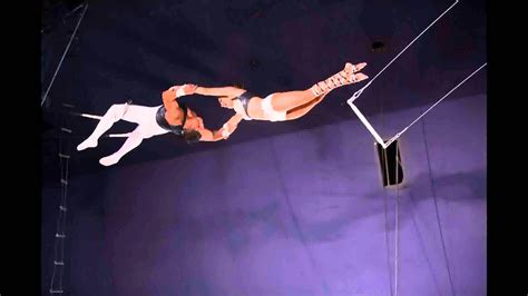 swing performers image gallery trapeze acrobats