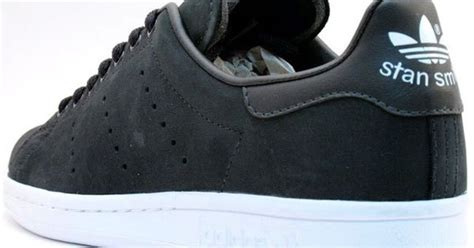 Sepatu Sneakers Adidas Stan Smith adidas stan smith 80 s limited edition in matte black places products