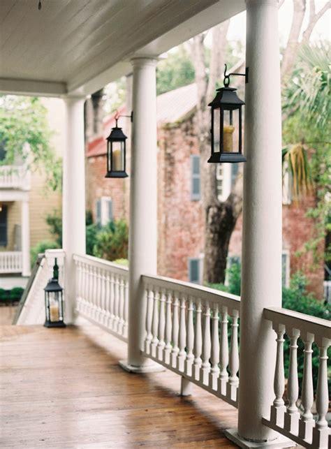 Bien Amenager Jardin Pas Cher #7: 0-maison-avec-rambarde-balcon-design-elegant-pas-cher-pour-la-veranda-devant-la-maison.jpg