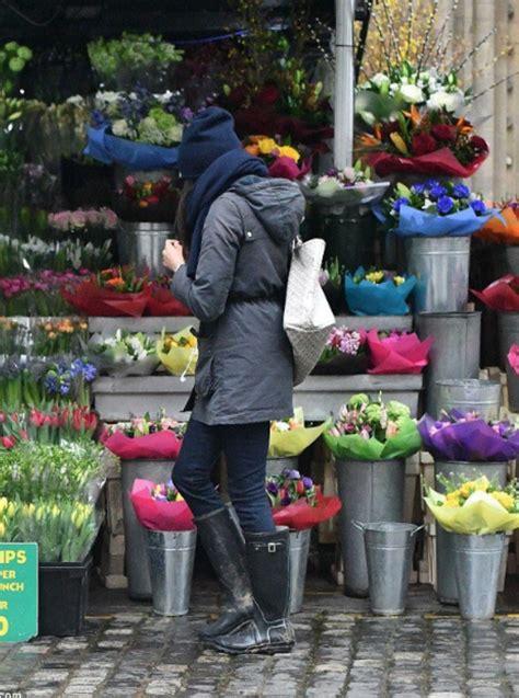 meghan markle shopping for flowers in toronto meghan goes flower shopping in london