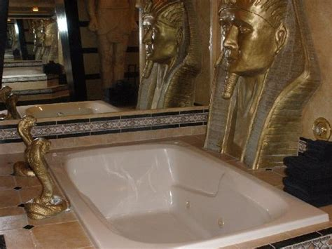 Black Swan Bathtub by Jetted Tub Water Comes Out Of Two Cobras Picture Of