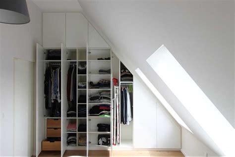 schrank mit türen wandfarben wohnzimmer