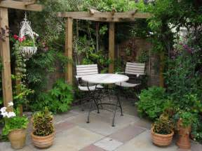 garden houses small courtyard gardens design corner