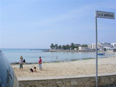 centro porto cesareo foto piccola spiaggia al centro di porto cesareo