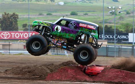 monster trucks video clips photos monster truck videos grave digger best games