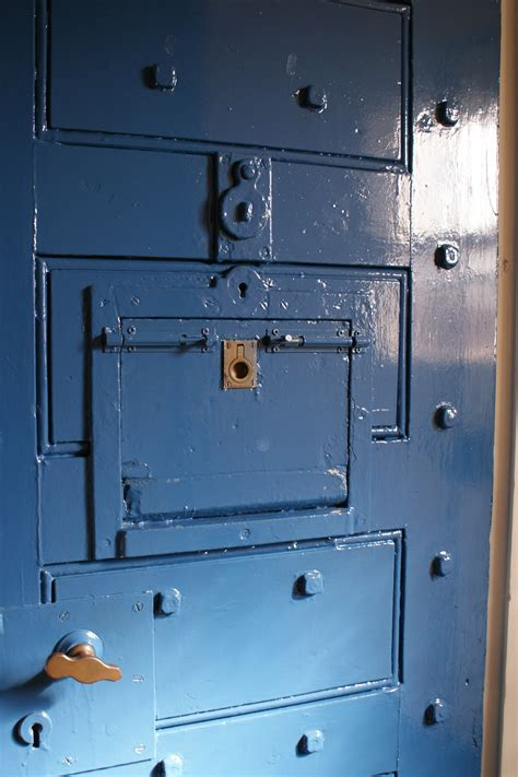 Cell Door by File Prison Cell Door Jpg Wikimedia Commons