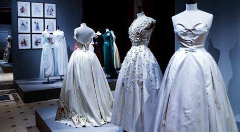 della moda francese da a chanel i fasti della moda anni 50 in francia