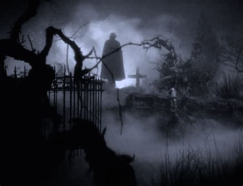 scary animated halloween gifs the return of the vire gifs find share on giphy