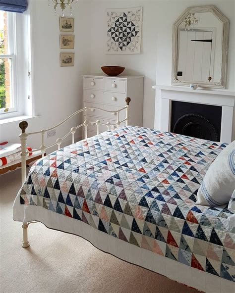triangle bedroom design best 25 square quilt ideas on pinterest