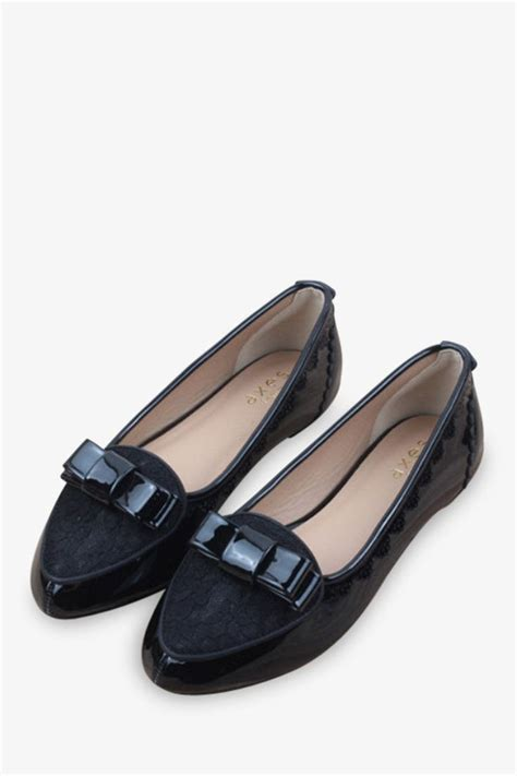 feminine flat shoes lace flat shoes in black flat shoes flats and feminine