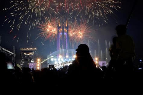 new year celebration in quezon city revelers around the world turn out to celebrate new year s