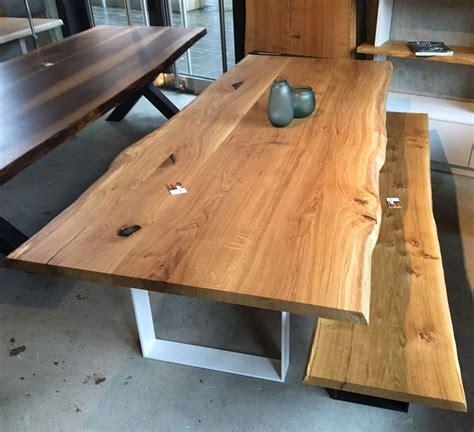 custom esszimmer tische esstisch aus eichenholz mit nat 252 rlicher baumkante tisch