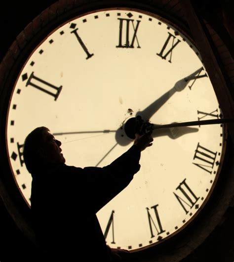 windows resetting clock daylight saving 2016 when do we turn back the clocks