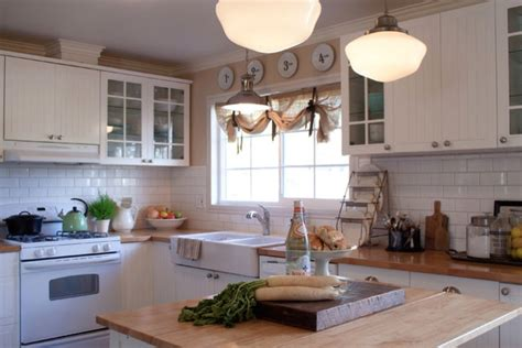 Shiny White Kitchen Cabinets by
