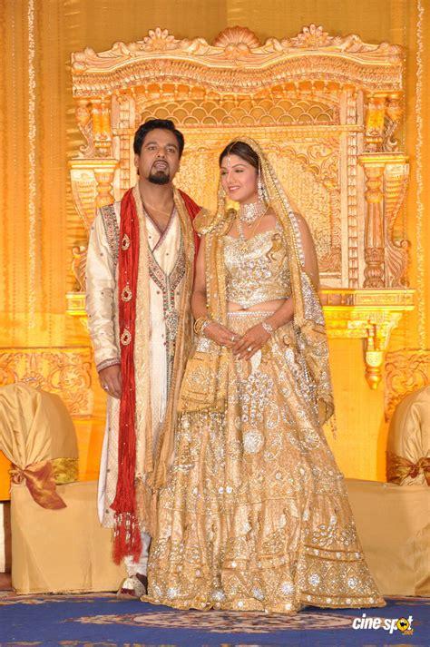 Reception Wedding Photos by Rambha Reception Photos Wedding Marriage Reception Photos 6
