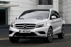 Crossover Mercedes Spyshots Mercedes Gla Crossover With Rendering