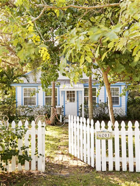 Small Homes Sarasota 16 Small Space Tricks To From This Quaint Cottage