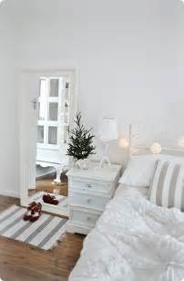Bi Level Home Interior Decorating 32 Adorable Christmas Bedroom D 233 Cor Ideas Digsdigs