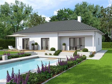Haus Mit überdachter Terrasse by Bungalow Mit 220 Berdachter Terrasse Fertighaus Bungalow