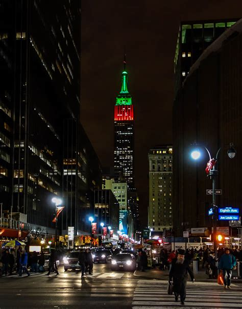 christmas 2012 nyc empire state building in red green