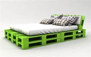 bett aus europaletten bauen anleitung palettenbett bauen ganz einfach hier 2 praktische
