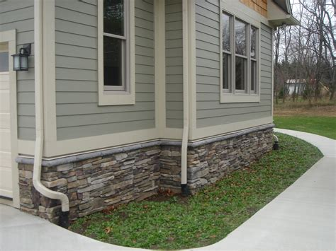 Bucks County Southern Ledgestone With Grey Water Table