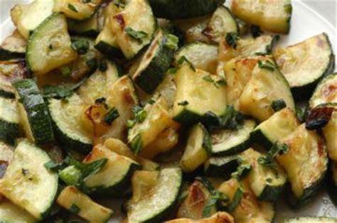 cucinare le zucchine in padella zucchine in padella l idea per preparare e cucinare la