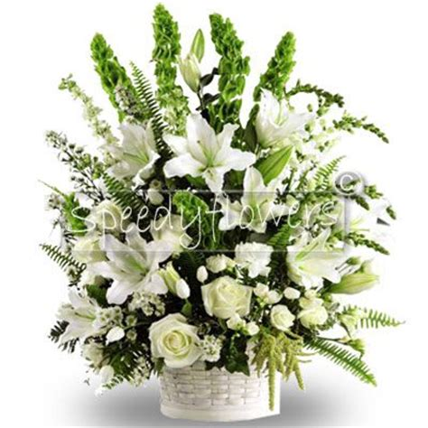 immagini di fiori bianchi composizione di fiori bianchi cesto di fiori bianchi
