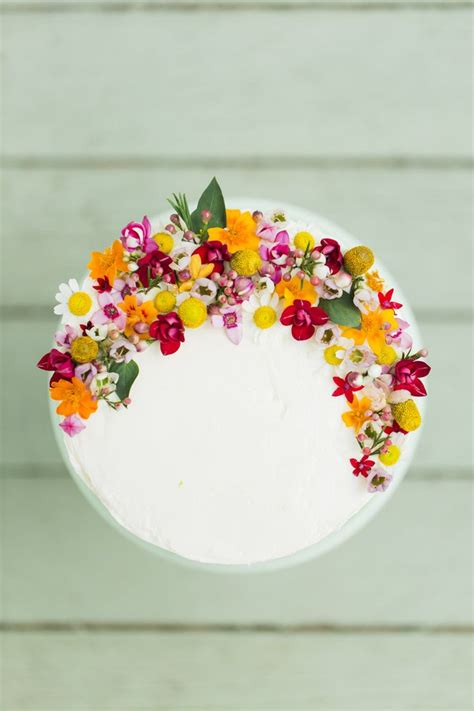 Cake Flower Decorations by 25 Best Ideas About Edible Flowers Cake On