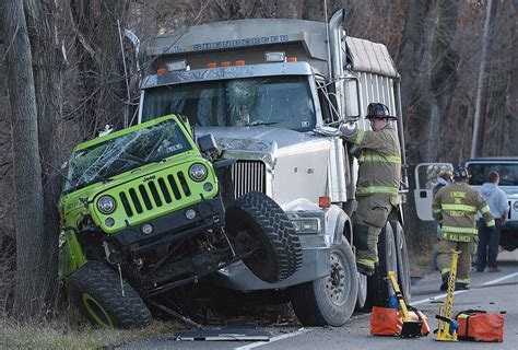 crashed jeep wrangler gallery jeep and dump truck crash photo galleries