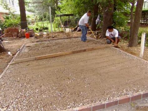 installing  paver patio diy