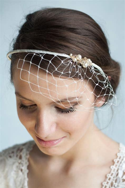 Hochzeitsfrisur Haarband by 30 Brauthaarschmuck Ideen F 252 R Eine Charmante Hochzeitsfrisur