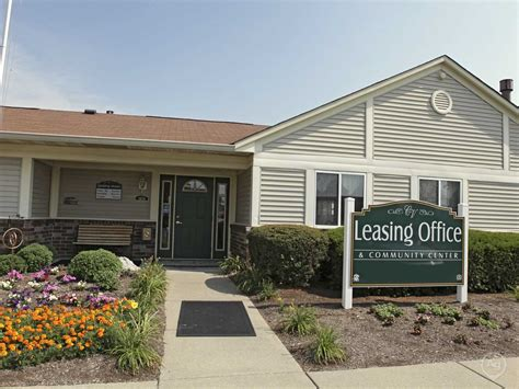 colonial appartments colonial village apartments clarksville in 47129 apartments for rent